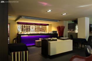 Bar area of 987 Lounge Hotel in Barcelona